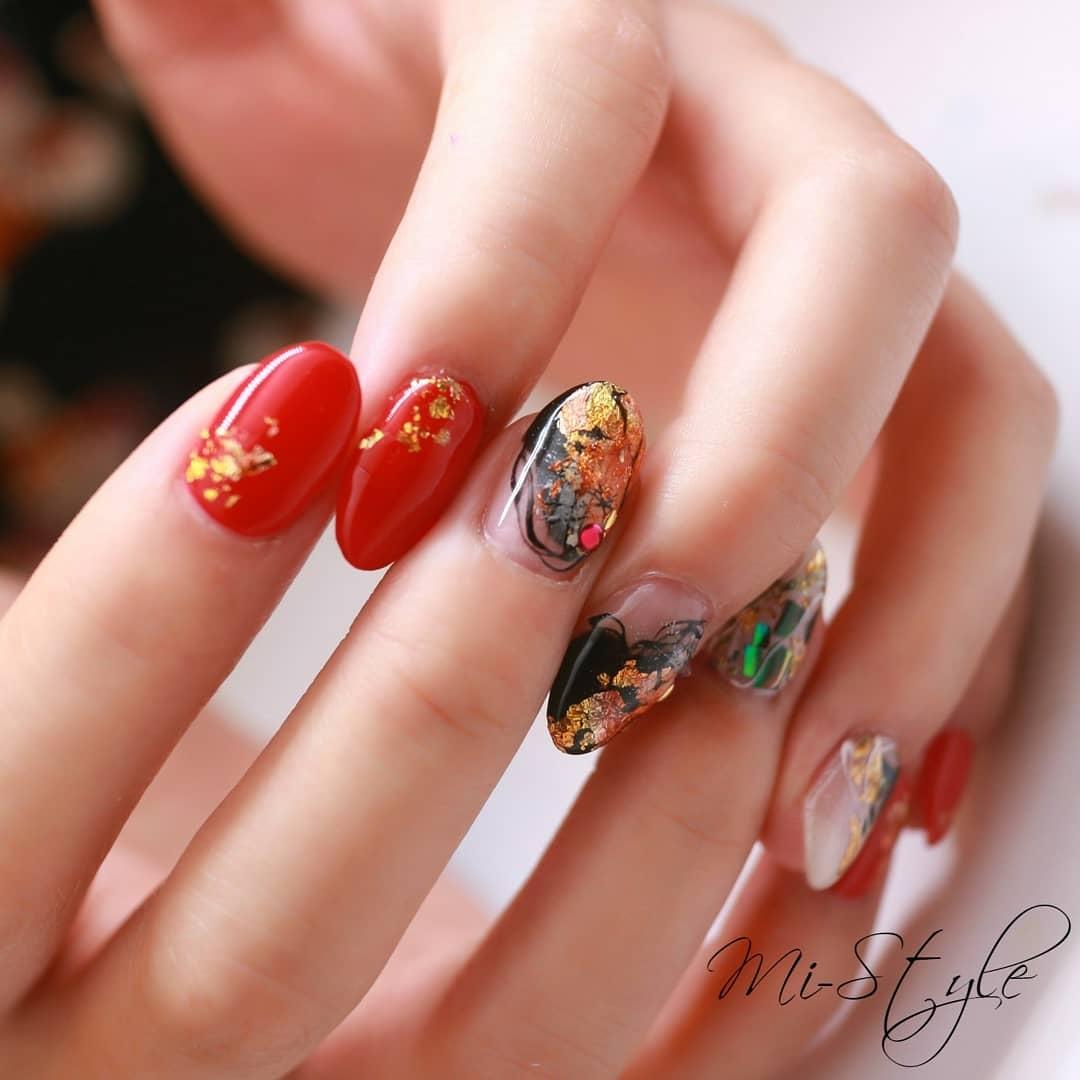 Mieko Hiramatsuさんのネイルデザインの写真。テーマは『夏ネイルデザイン、夏オススメ、シェルネイル、ターコイズネイル、キラキラネイル、ゴージャスネイル、クールネイル、赤ネイル、和ネイル』
