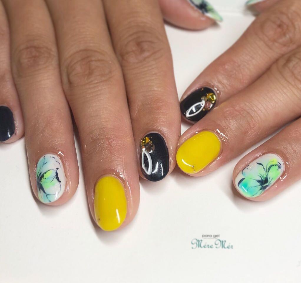 MereMer SayakaAoeさんのネイルデザインの写真。テーマは『夏ネイル、フラワーネイル、パラジェル認定サロン』