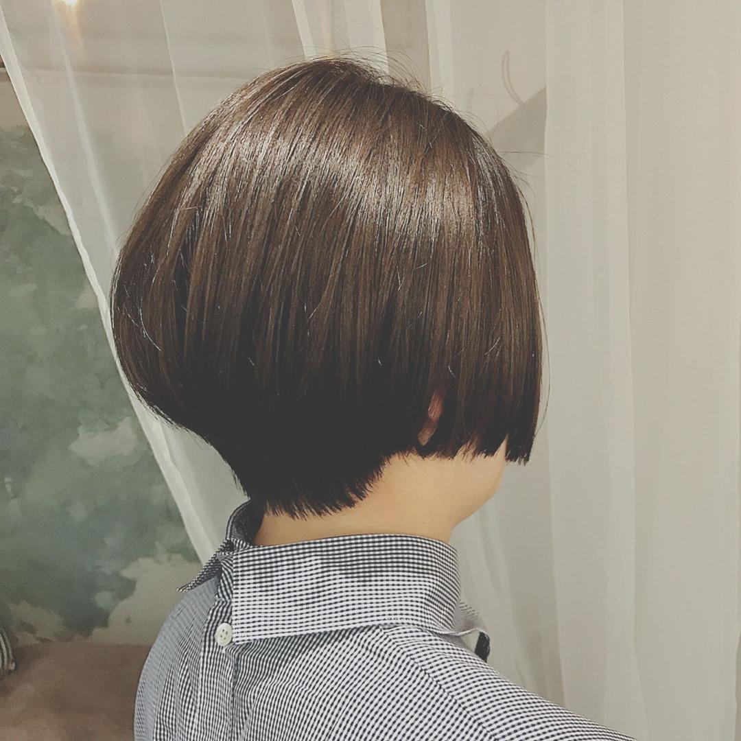 浦川 由起江さんのヘアスタイルの写真。テーマは『ショートボブ、ショート、ハイライト』