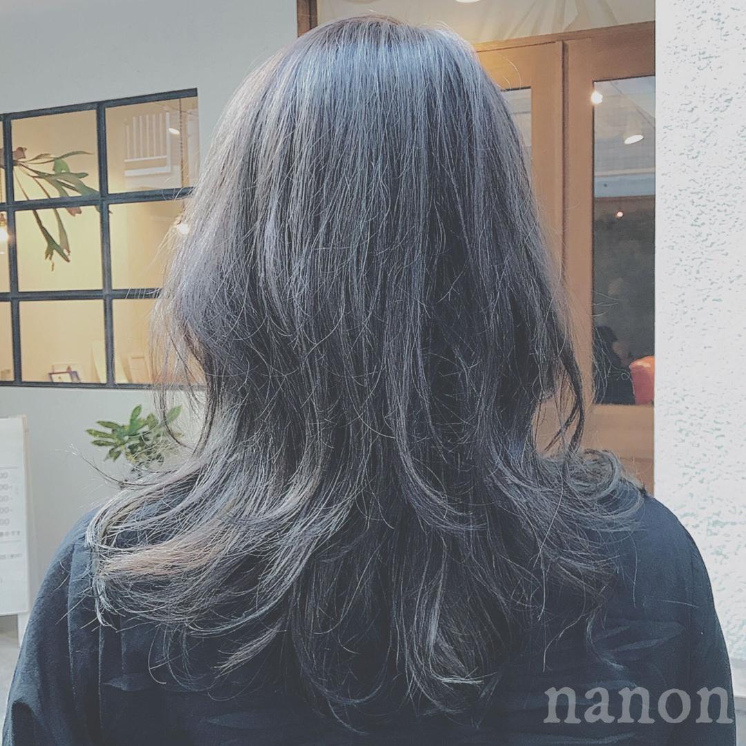 浦川 由起江さんのヘアスタイルの写真。テーマは『外国人風カラー、グレー、暗髪』