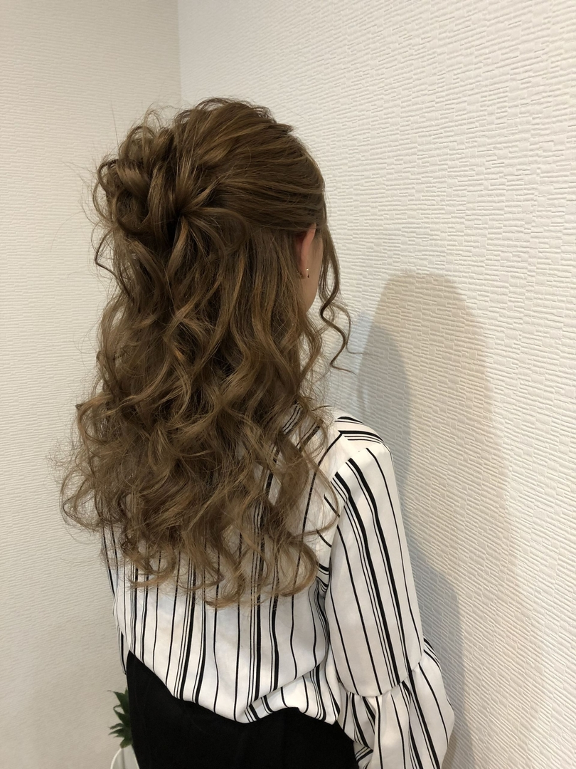 平原さんのヘアスタイルの写真。テーマは『宮崎市ヘアセット、宮崎市、ヘアセット専門店、セットサロン、ヘアセット、ヘアアレンジ、ハーフアップ、ブライダル、ブライダルヘア、編み込みアレンジ、結婚式ヘアアレンジ、ハーフアレンジ、編み込みヘア、宮崎、hair、hairset、宮崎セット、hairarrange、宮崎美容室、宮崎市STELLA、宮崎市セットサロン、編み込み、宮崎市成人式、宮崎県、ハーフアップアレンジ、宮崎市セット、アレンジヘア、宮崎市ステラ、宮崎ヘアセット、宮崎市結婚式』