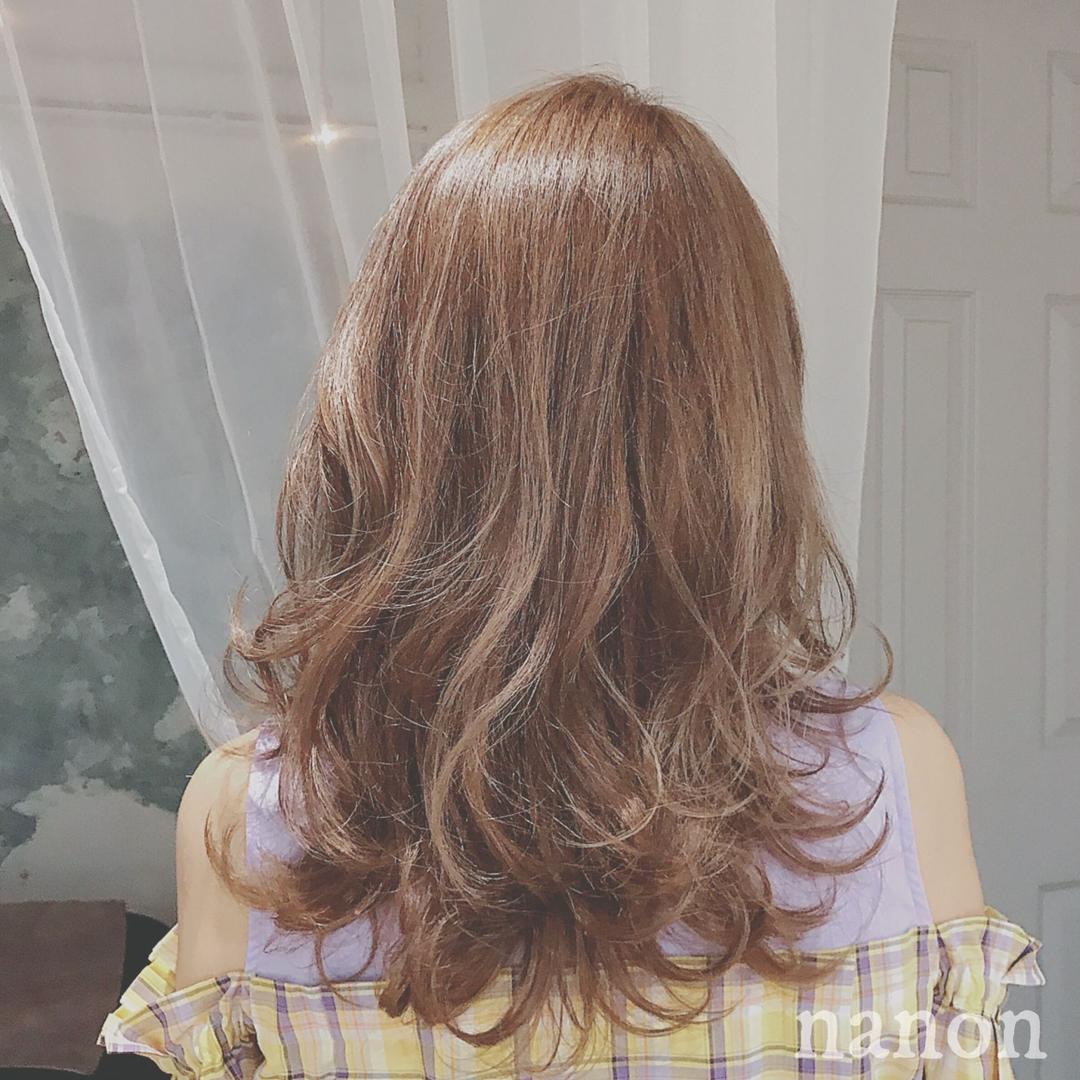 浦川 由起江さんのヘアスタイルの写真。テーマは『ハニーベージュ、外国人風カラー、ミディアム』