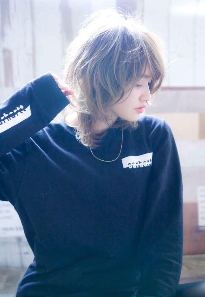 ryutaro abeさんのヘアスタイルの写真。テーマは『イルミナカラー、渋谷、透明感、hair、ハイライト、アディクシー、可愛い、パーマ、トレンド、大人、大人可愛い、カジュアル』