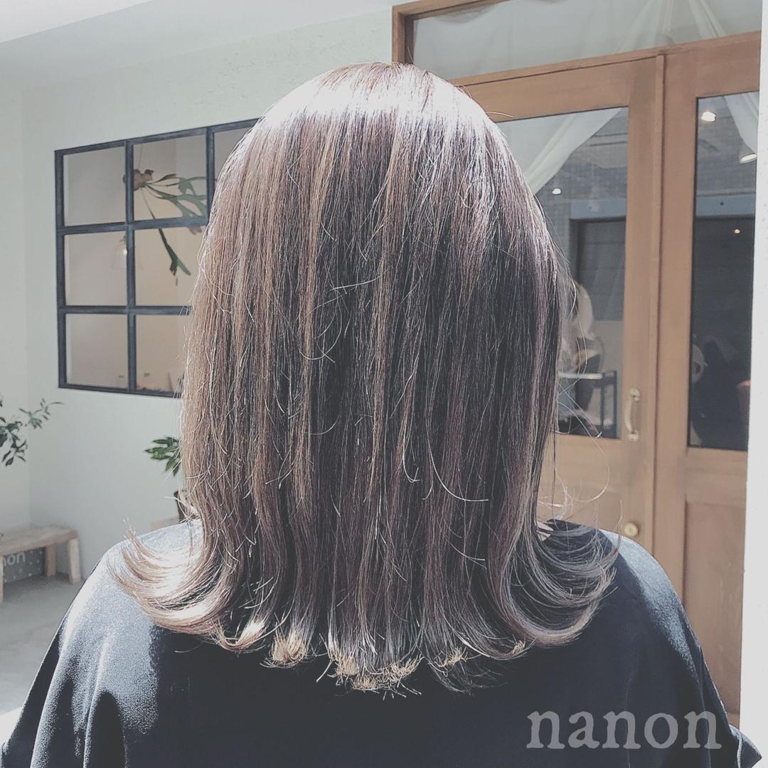 浦川 由起江さんのヘアスタイルの写真。テーマは『外国人風カラー、アッシュグレージュ、ハイライト、外ハネ』