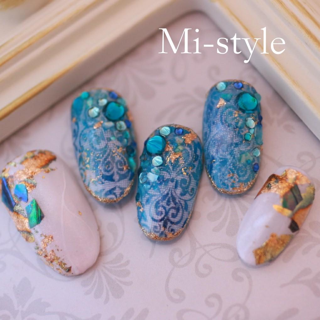 Mieko Hiramatsuさんのネイルデザインの写真。テーマは『リゾートネイル、ダマスク柄、エアブラシ、天然石ネイル、上品ネイル、ブルーネイル、ゴージャスネイル、キラキラネイル、シェルネイル、ターコイズ』