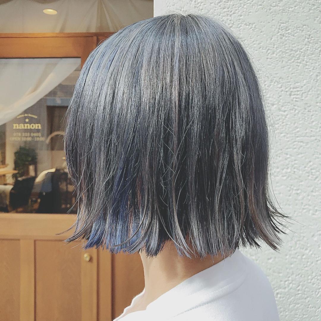 浦川 由起江さんのヘアスタイルの写真。テーマは『グレー、ブルー、切りっぱなし、ボブ』