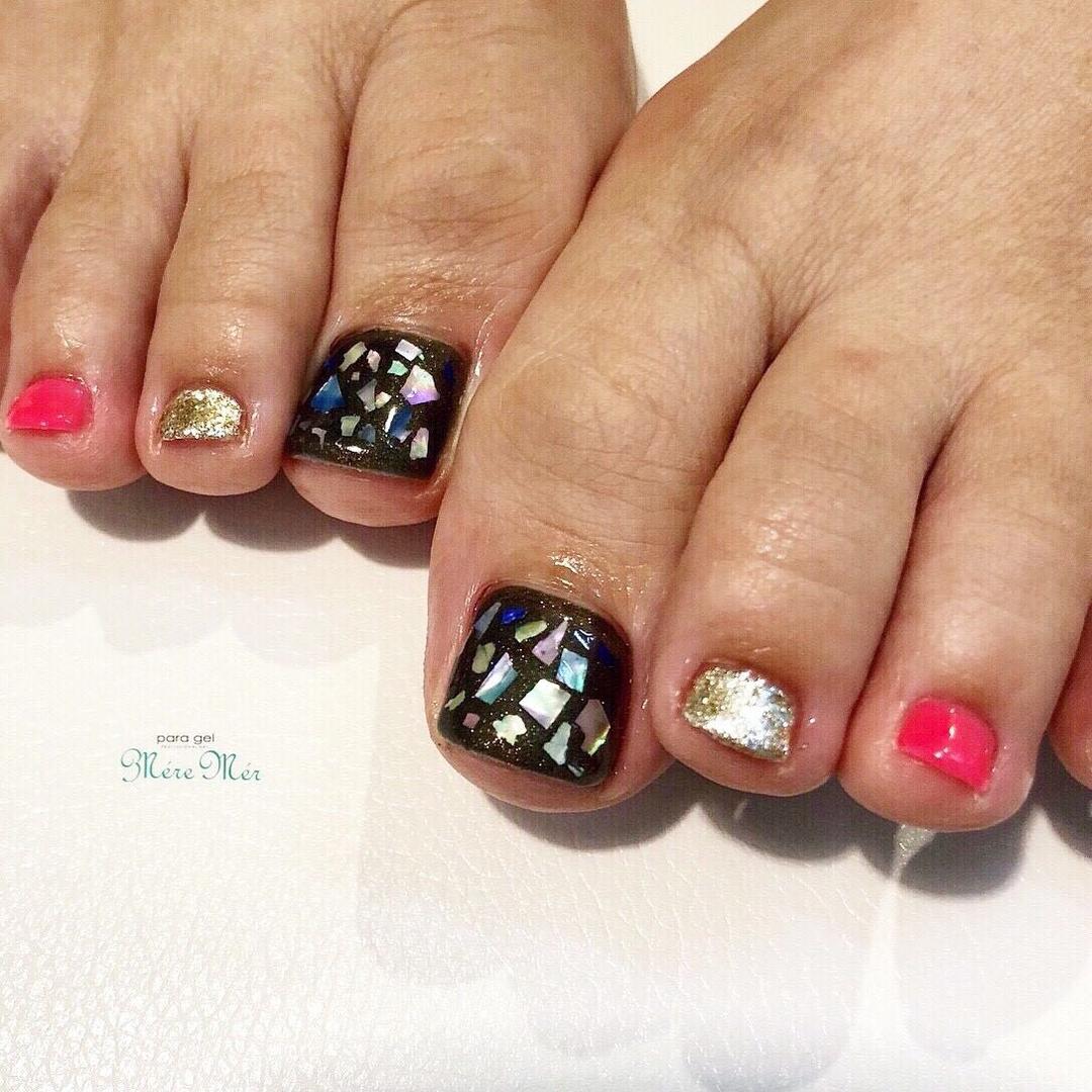 Satomi Kawamitsuさんのネイルデザインの写真。テーマは『フットネイル、トレンド、パラジェル、シェル、黒』