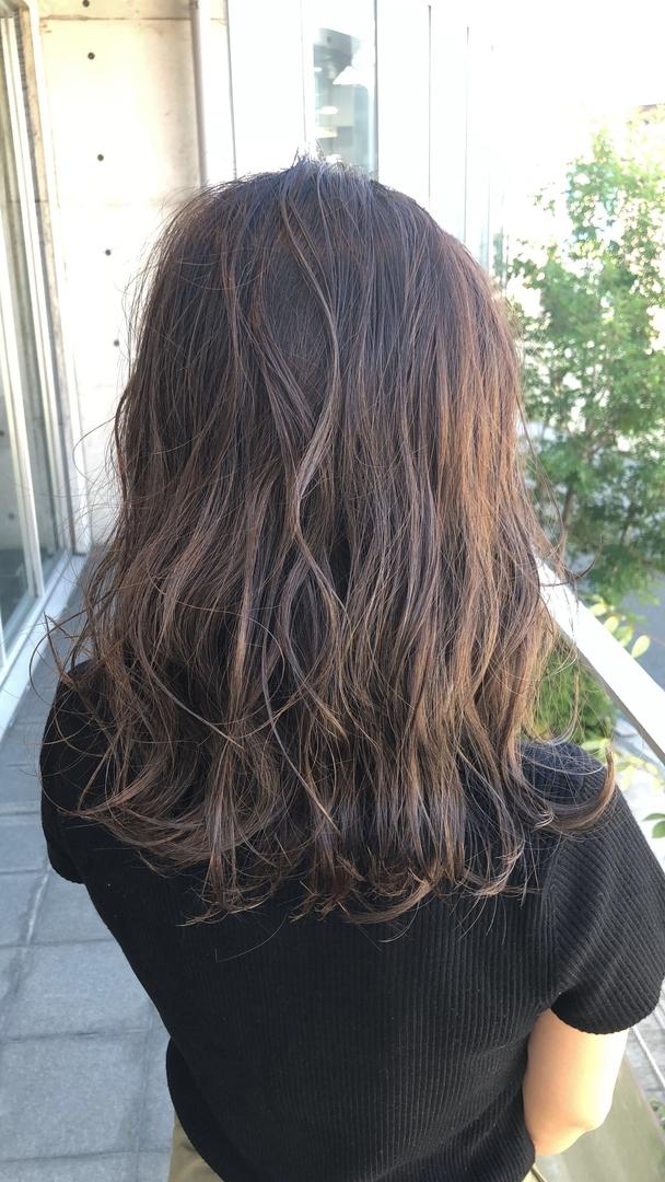 大阪★美容師★daisukeさんのヘアスタイルの写真。テーマは『カラー、アディクシー、トレンド、アッシュ、アッシュグレージュ、ハイライトカラー、グラデーションカラー、グラデーション、おしゃれ、大阪、フォロー』