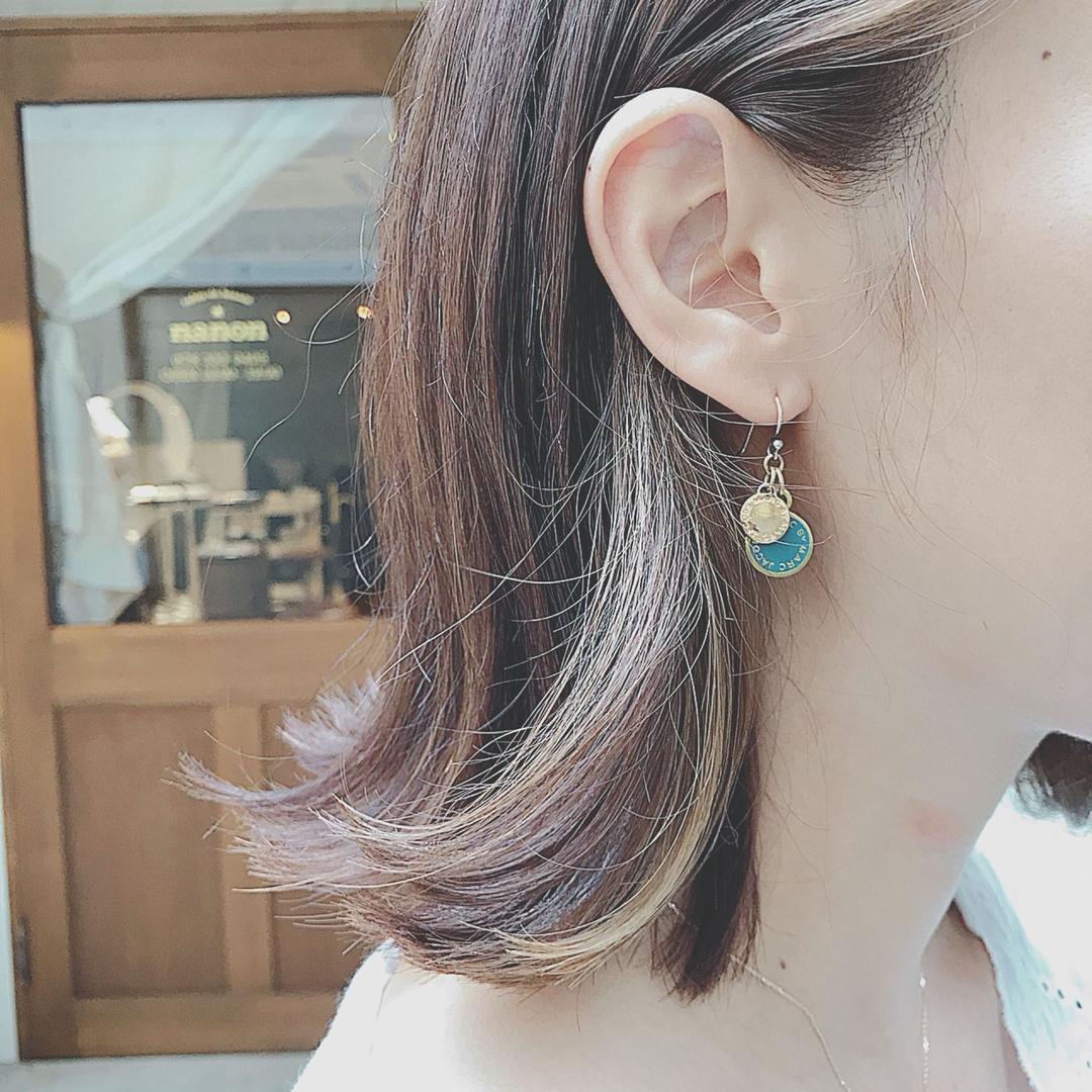 浦川 由起江さんのヘアスタイルの写真。テーマは『インナーカラー、切りっぱなし、ボブ、外国人風カラー、アッシュグレージュ』