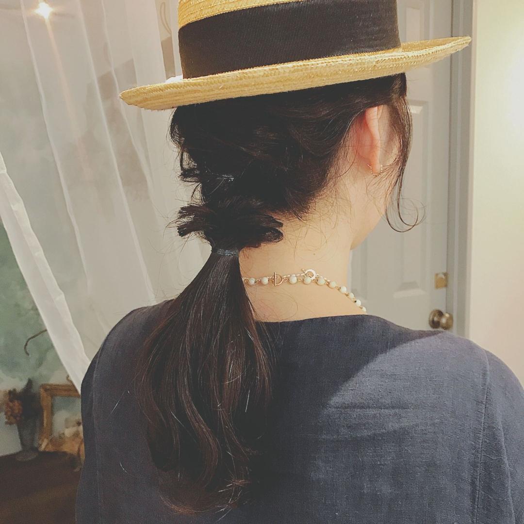 浦川 由起江さんのヘアスタイルの写真。テーマは『ハットアレンジ、簡単ヘアアレンジ、ヘアアレンジ、プライベートサロン』
