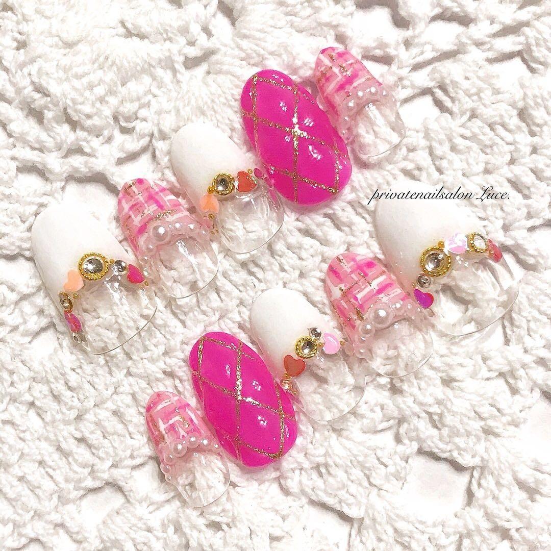 privatenailsalon Luce.さんのネイルデザインの写真。テーマは『メルカリ、ネイルチップ、Luce.、ゆめかわネイル、ピンク、ハート、ホログラム、ぷくぷく、キルティング、ツイード、kawaii、nail、nailist、gel、gelnail、nailchip、フレンチ、モテネイル、ガーリー、ゆめかわいい、🦄、pink、3D、💗、オーダーネイル、ラクマ、フリル、ショッピーズ、販売中』