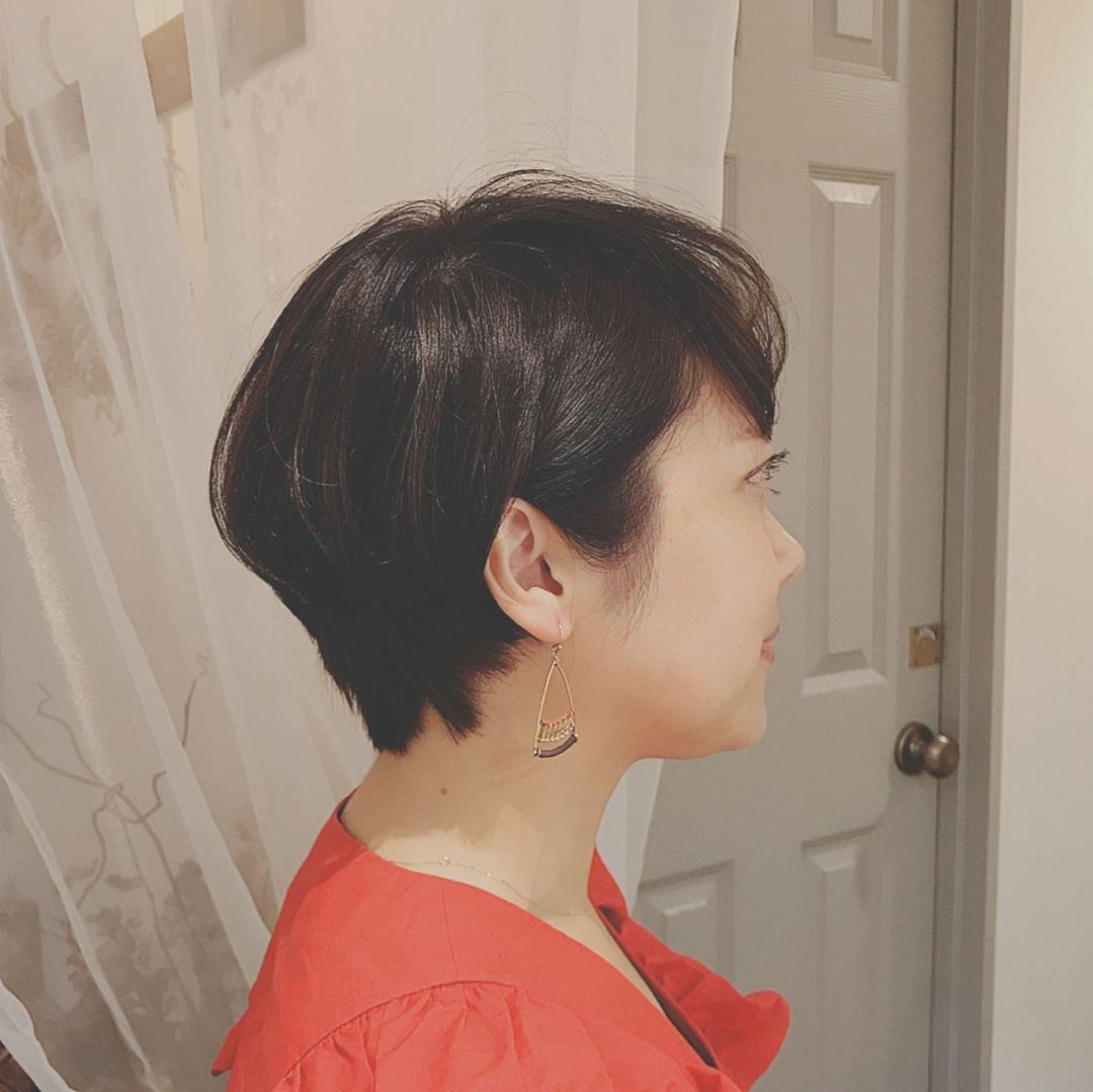 浦川 由起江さんのヘアスタイルの写真。テーマは『ショート、大人ショート、プライベートサロン』