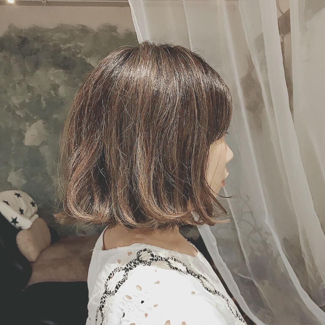 浦川 由起江さんのヘアスタイルの写真。テーマは『ハイライト、ボブ、外国人風カラー、アッシュグレージュ、グレージュ、プライベートサロン』