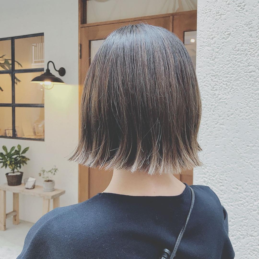 浦川 由起江さんのヘアスタイルの写真。テーマは『切りっぱなしボブ、ハイライト、グレージュ、アッシュグレージュ、プライベートサロン』
