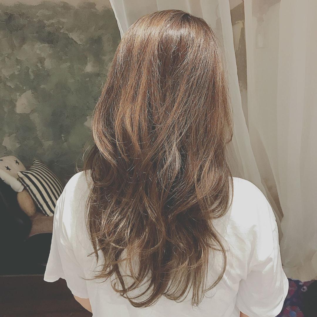 浦川 由起江さんのヘアスタイルの写真。テーマは『外国人風カラー、マットグレージュ、プライベートサロン、ロングヘア、ハイライト』