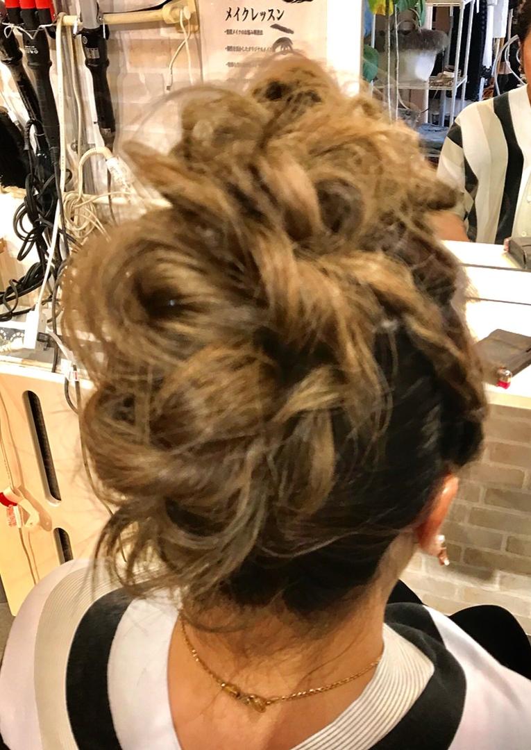 hair&make 8LAMIA8(ラミア)さんのヘアスタイルの写真。テーマは『広島、8LAMIA8、美容院、ヘアカラー、ヘアエクステ、浴衣ヘアセット、浴衣着付け、ネイル、メイク、編み込みエクステ、シールエクステ、JHSS広島校、ヘアメイクスクール、24時まで営業、カット、カラー、パーマ、、縮毛矯正、エクステ、ヘアセット、増毛エクステ、メイクレッスン、着付け、衣類、装飾品販売!』
