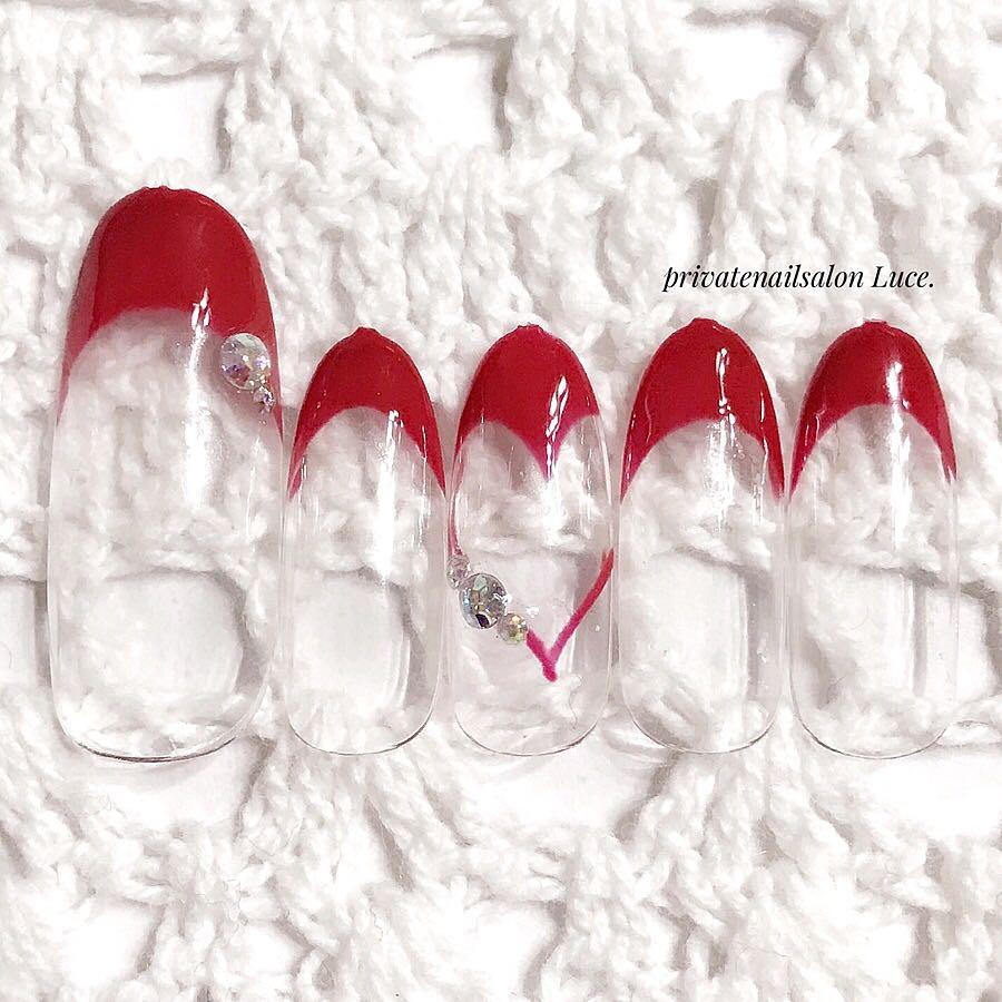 privatenailsalon Luce.さんのネイルデザインの写真。テーマは『Luce.、シンプル、デザイン、nail、nailist、gel、gelnail、nailchip、大人ネイル、大人上品、ハートフレンチ、ハート、赤、red、オーダーネイル、ラクマ、メルカリ、ショッピーズ、販売中』