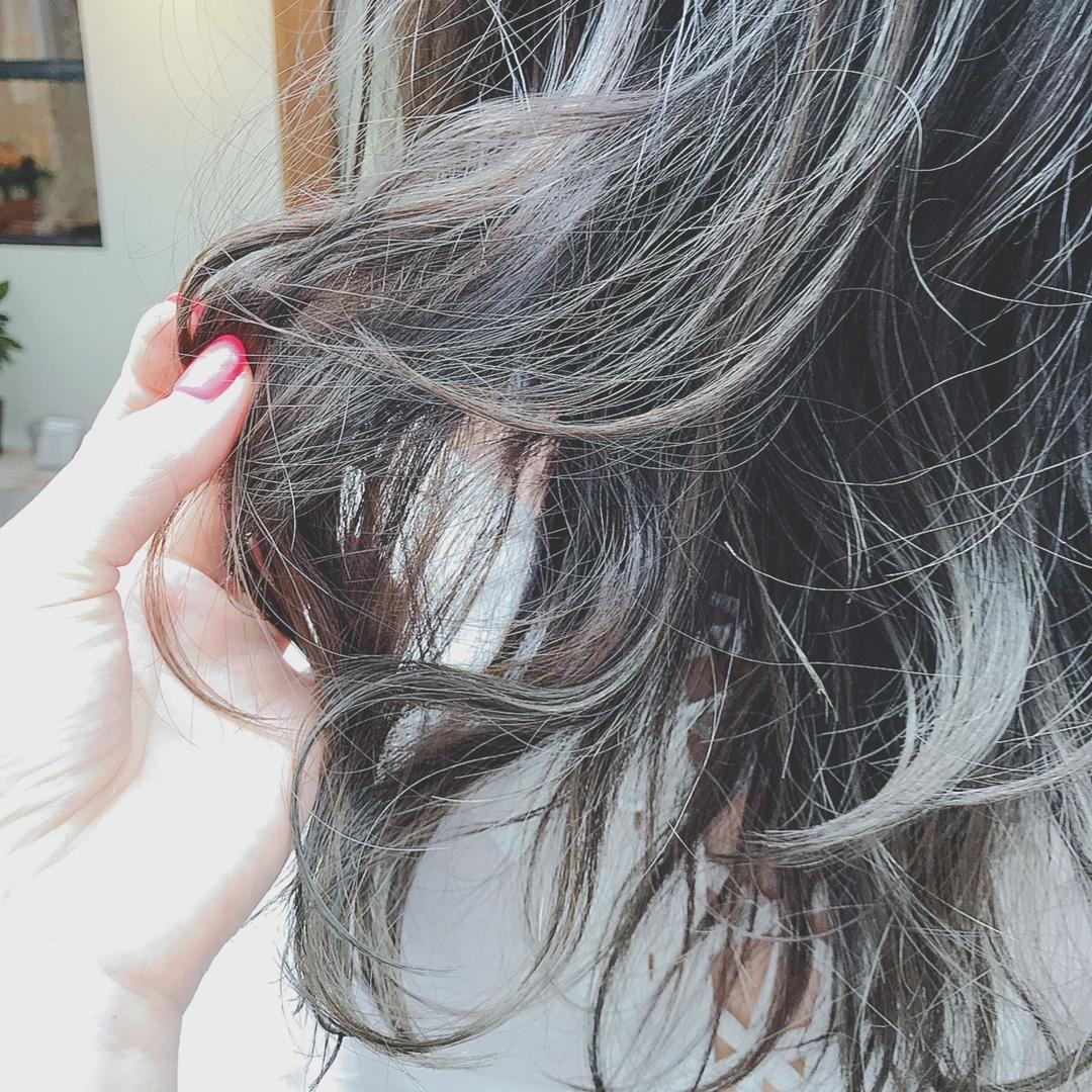 浦川 由起江さんのヘアスタイルの写真。テーマは『ブルージュ、外国人風カラー、レイヤー、グレージュ、プライベートサロン』