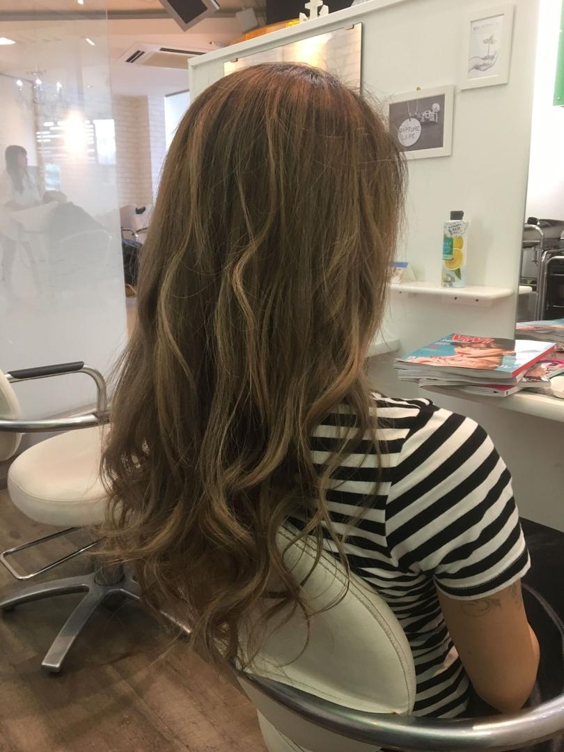 アデプトヘアー石崎さんのヘアスタイルの写真。テーマは『アデプトヘアー、木更津美容室、石崎直也、Wカラー、グラデーションカラー、シナモンベージュ』