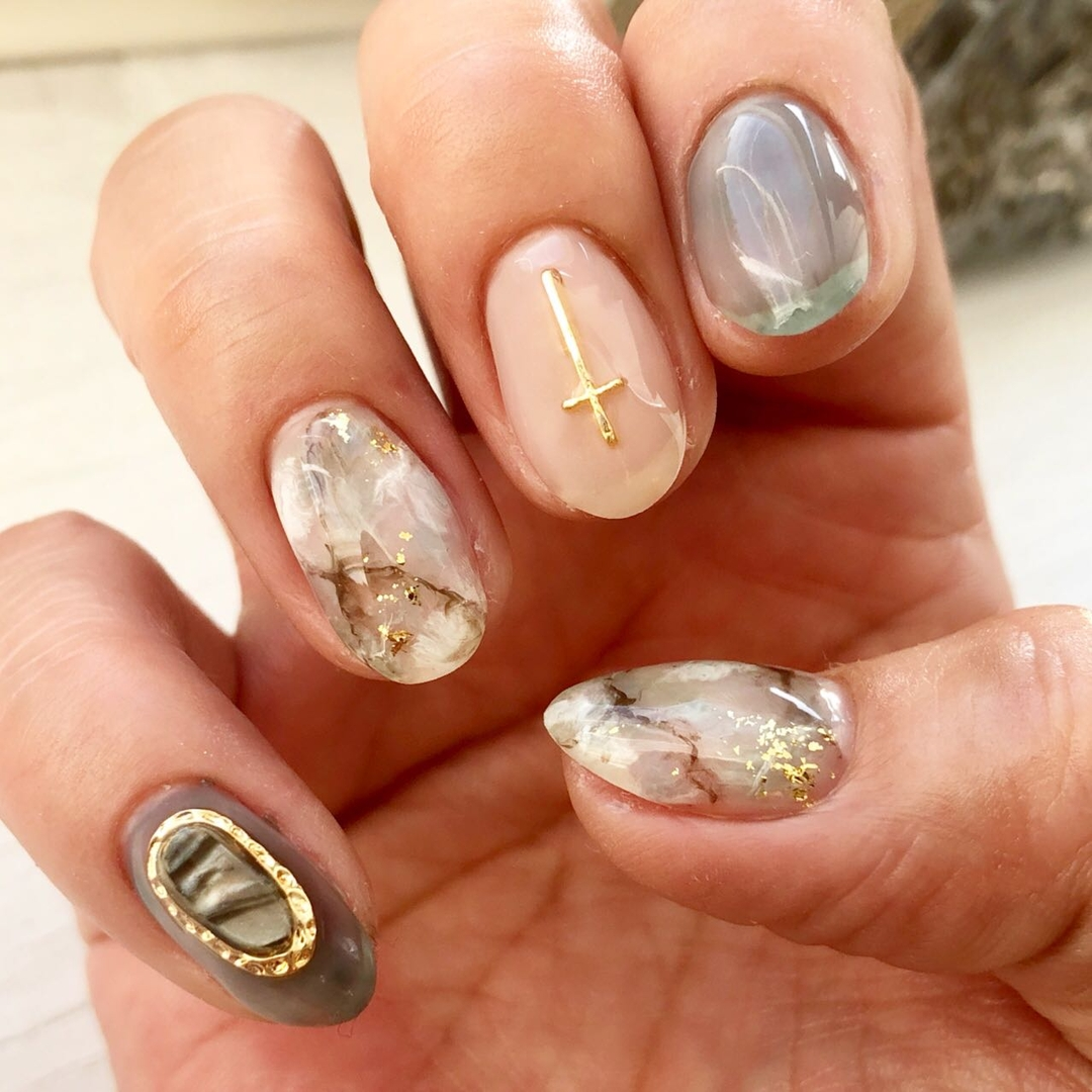 Cuoranailさんのネイルデザインの写真。テーマは『mynail、利き手ネイル、左手、ネイル、ネイルアート、ネイルデザイン、大理石ネイル、天然石ネイル、派手ネイル、帯広ネイル、帯広ネイルサロン、帯広、帯広東、クオーラネイル、かっこいいネイル、札内、幕別、音更、音更ネイルサロン、大人かわいいネイル、nail、nailart、nails、nailstagram、naildesign、nails💅、美甲、十勝、北海道、おしゃれネイル』