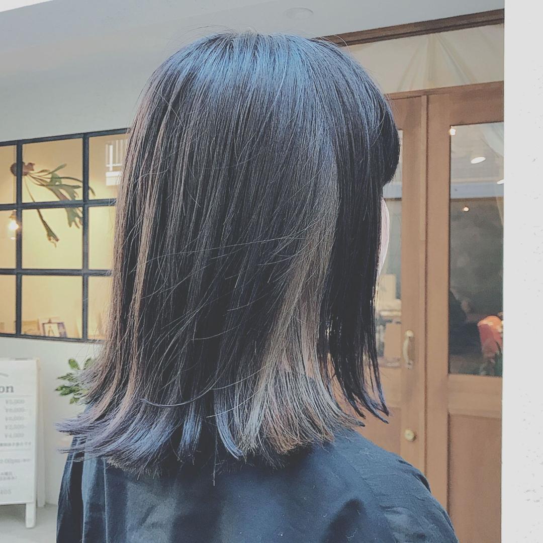 浦川 由起江さんのヘアスタイルの写真。テーマは『切りっぱなしボブ、インナーカラー、グレージュ、ブリーチカラー、ファイバープレックス、外国人風カラー』