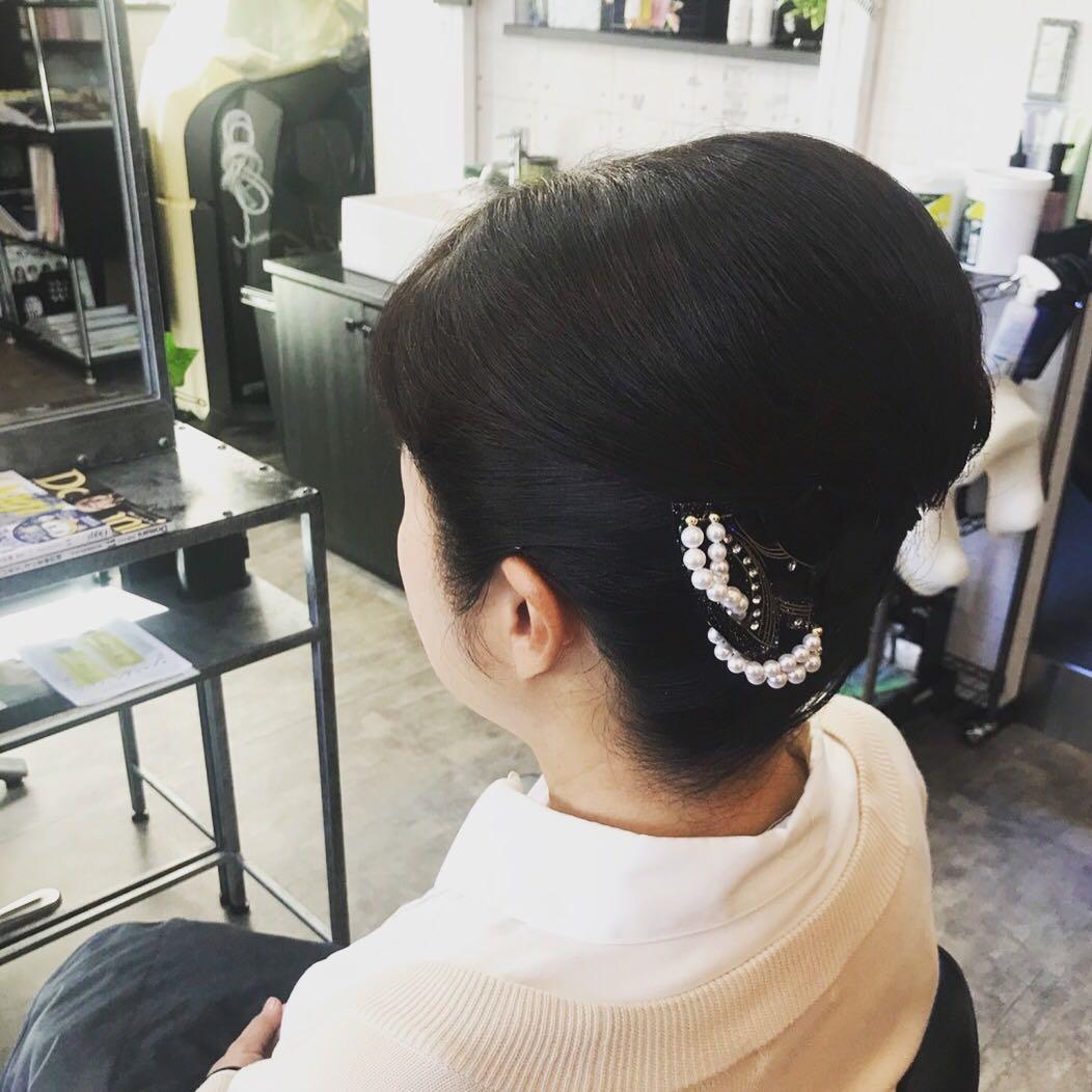 NON EDGE-苫小牧-さんのヘアスタイルの写真。テーマは『苫小牧、苫小牧美容室、留袖、着物ヘア、着物ヘアアレンジ、和装ヘア、北海道、結婚式ヘアセット、結婚式、ヘアセット、まとめ髪、留袖ヘア、娘の結婚式、ヘアアレンジ、ヘア、ヘアサロン、美容室』