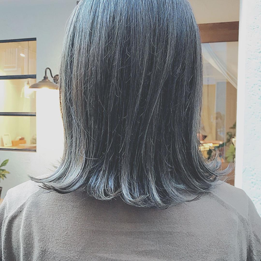 浦川 由起江さんのヘアスタイルの写真。テーマは『切りっぱなしボブ、外ハネ、外国人風カラー、ハイライト、ケアブリーチ、ファイバープレックス、マットグレージュ、プライベートサロン』