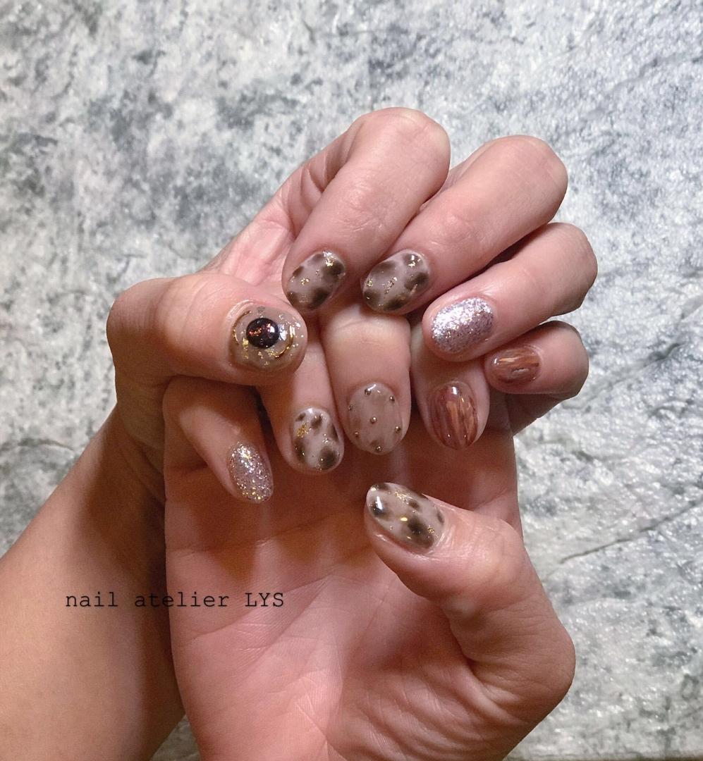 nail atelier LYSさんのネイルデザインの写真。テーマは『ニュアンスネイル、秋ネイル、冬ネイル、ネイルアート、オシャレネイル、手書きアート』