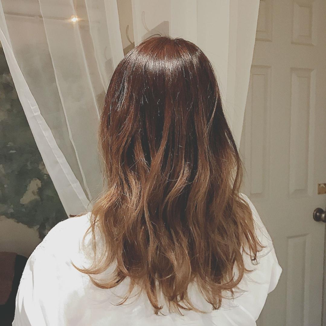 浦川 由起江さんのヘアスタイルの写真。テーマは『グラデーションカラー、外国人風カラー、ロングヘア、グレージュ』