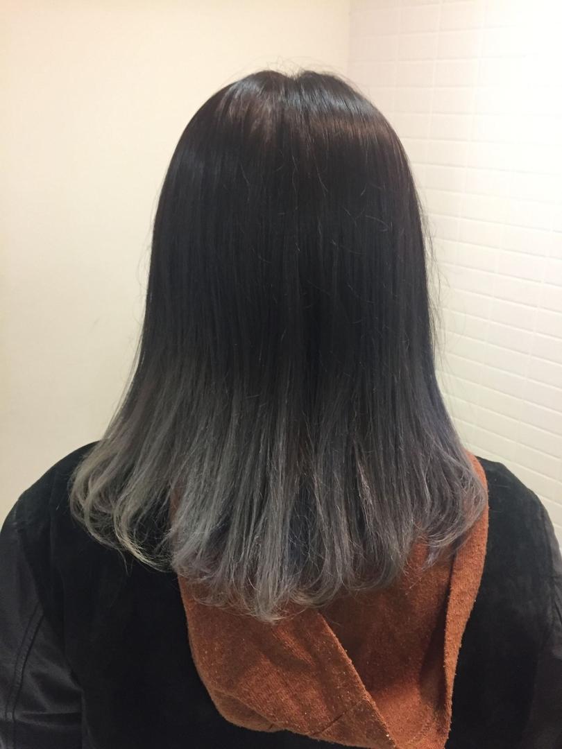 アイリさんのヘアスタイルの写真。テーマは『簡単アレンジ、ヘアアレンジ、ヘアアレンジ動画、セルフアレンジ、グレージュ、ブリーチ、外国人風、ベアstyle、インナーカラー、グラデーションカラー、ショート、ミディアム、ロング、ヘアセット、髪型、美容師、スタイリング、かわいい、メイク、外ハネ、ハイライト、外国人風ハイライト、カラーバター、tokyo、fashion、스타일링、패션스타그램』