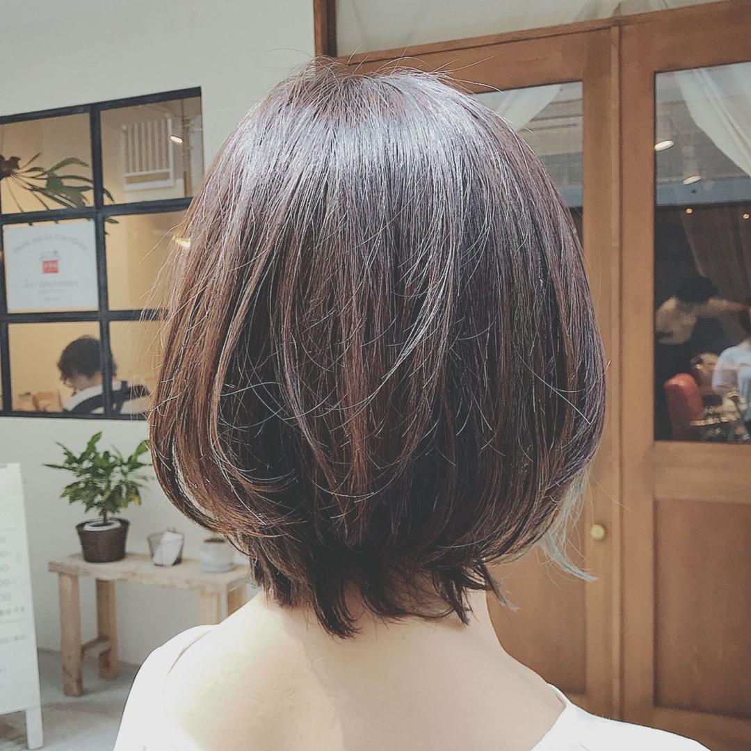浦川 由起江さんのヘアスタイルの写真。テーマは『インナーカラー、外国人風カラー、ファイバープレックス、アッシュグレージュ』