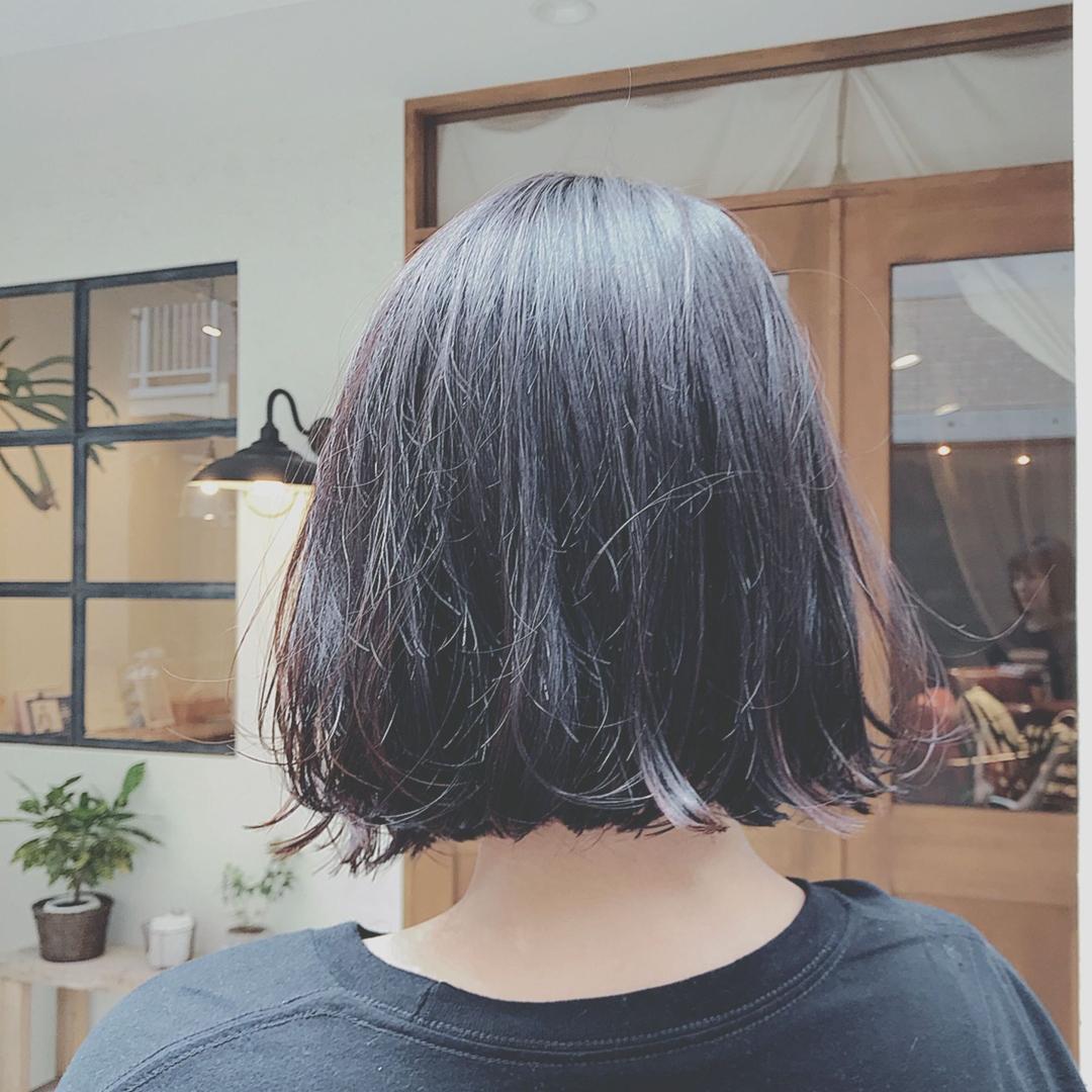 浦川 由起江さんのヘアスタイルの写真。テーマは『黒髪、切りっぱなしボブ、ボブ、プライベートサロン』