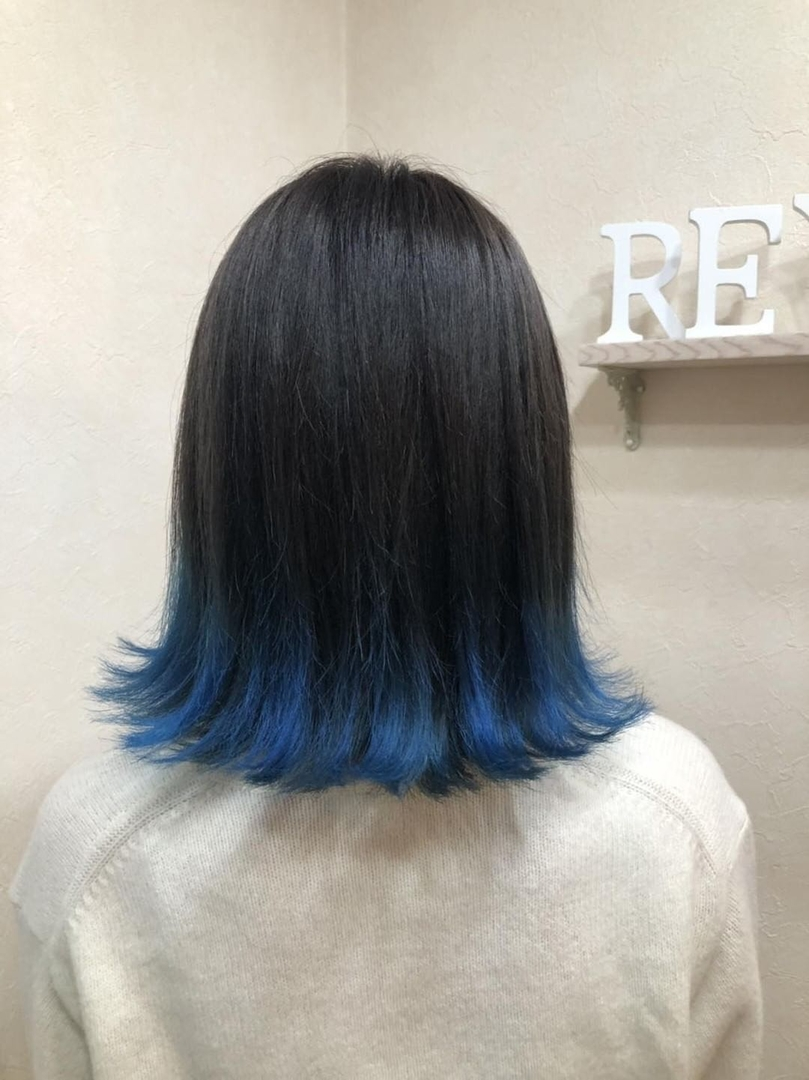 村瀬隆之さんのヘアスタイルの写真。テーマは『アディクシーカラー、ブルー、裾カラー、透明感』