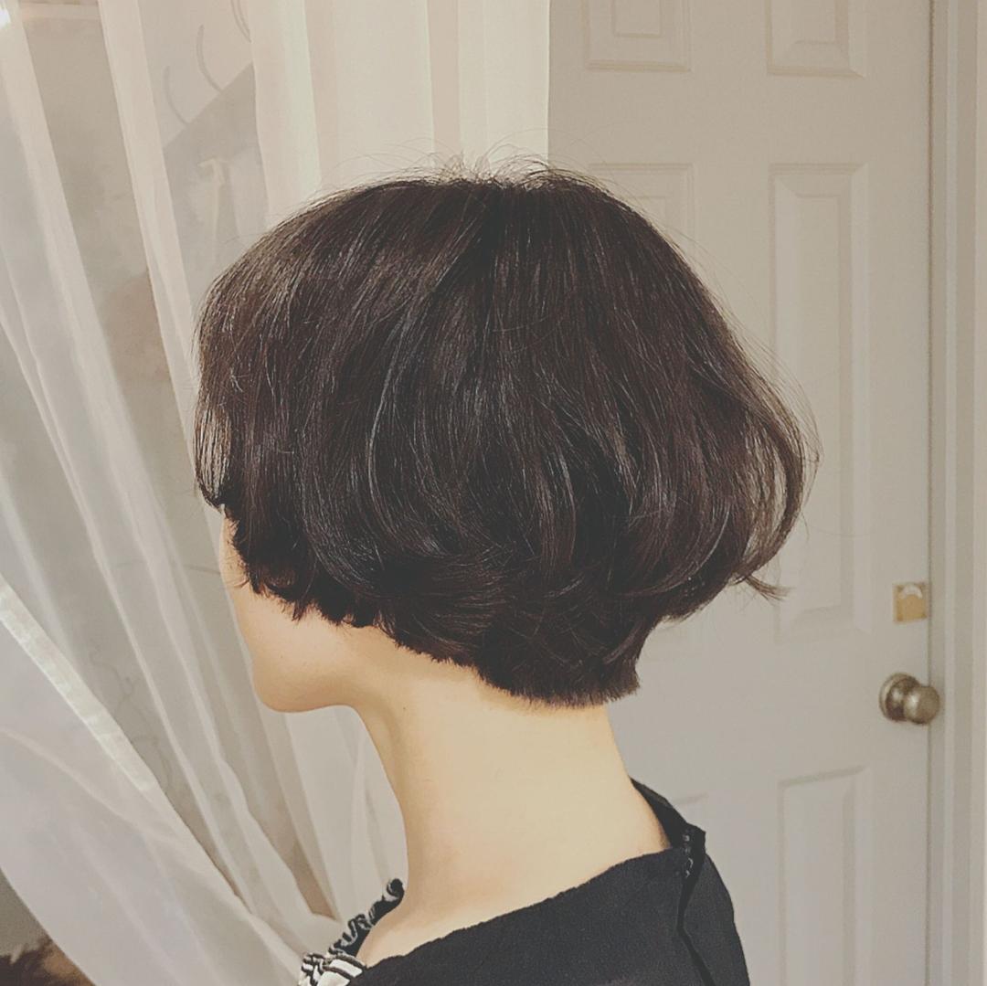 浦川 由起江さんのヘアスタイルの写真。テーマは『マッシュショート、黒髪ショート、ショート』