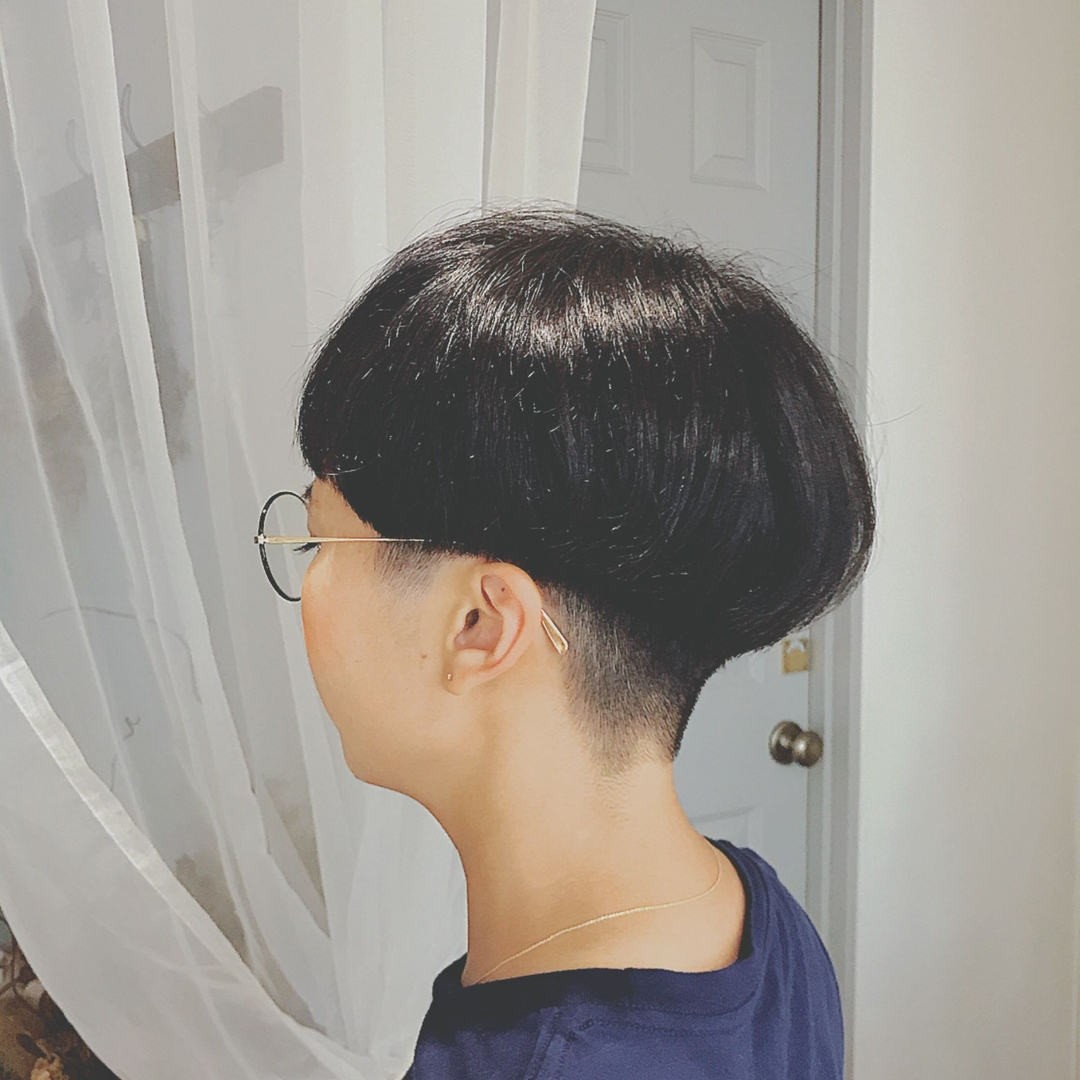 浦川 由起江さんのヘアスタイルの写真。テーマは『ショート、黒髪ショート、マッシュ、刈り上げ』