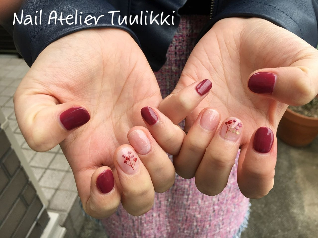 梅津夕想さんのネイルデザインの写真。テーマは『ショートネイル、押し花ネイル、スケルトンネイル、短い爪を可愛くする、花嫁ネイル、プレ花嫁、卒花』