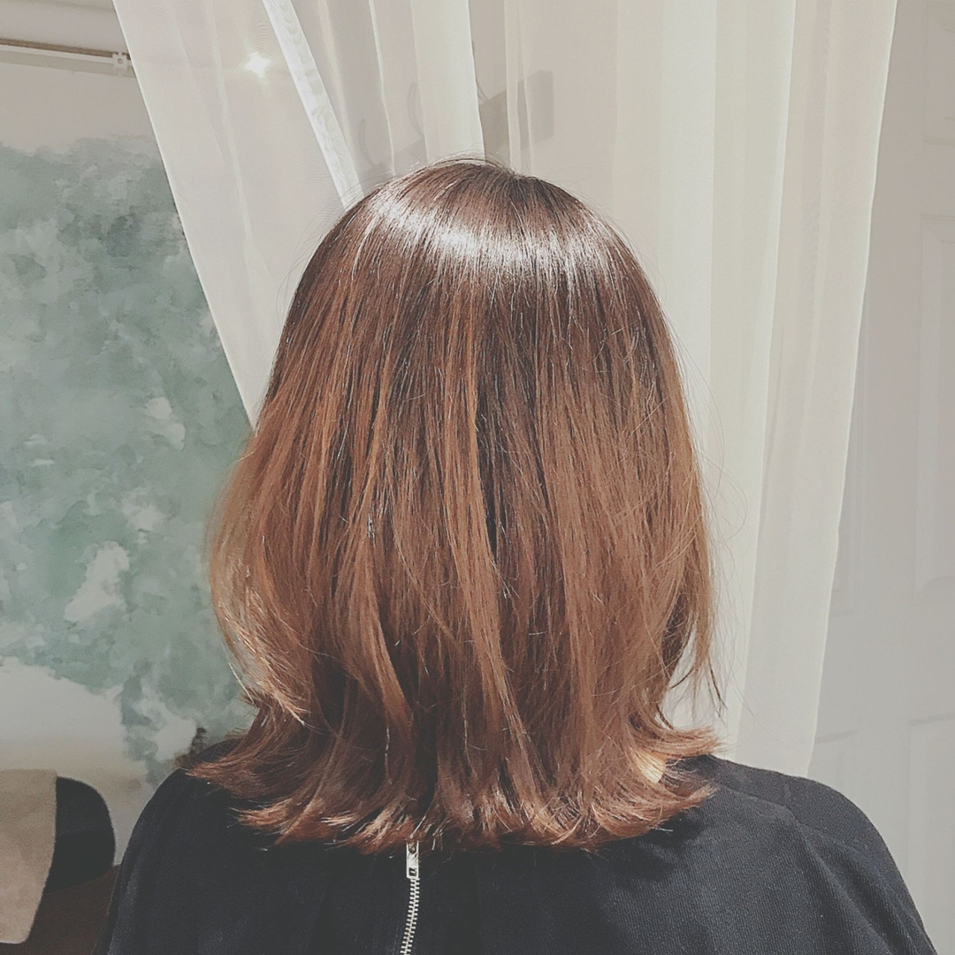 浦川 由起江さんのヘアスタイルの写真。テーマは『グラデーションカラー、外ハネ、アッシュカラー、プライベートサロン』