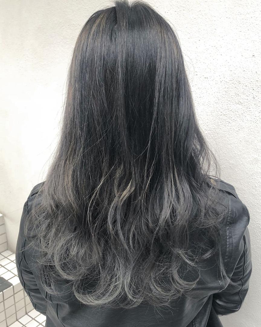ryosukeさんのヘアスタイルの写真。テーマは『グレージュ ヘア、float梅田、ヘアスタイル、fashion、ヘアセット、hair、haircolour、髪型、ヘアカラー、カラー、外国人風、関西サロモ、グレーアッシュ、梅田、簡単ヘアアレンジ、ゆるふわ研究家、デザインカラー、外国人風カラー、ヘアカタログ、ヘアカタ、グレージュ、ショートヘア、バレイヤージュ、ハイライト、インナーカラー、エモい、ブリーチ、パーマ、スタイリング、デジタルパーマ、ミディアム』