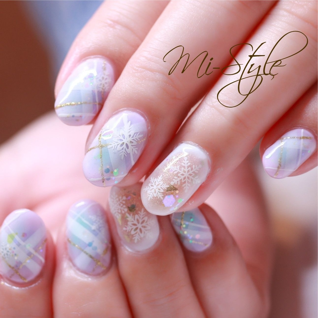 Mieko Hiramatsuさんのネイルデザインの写真。テーマは『雪の結晶、クリスマスネイル、冬ネイル、チェック、チェックネイル、パステルカラー、エアブラシネイル』