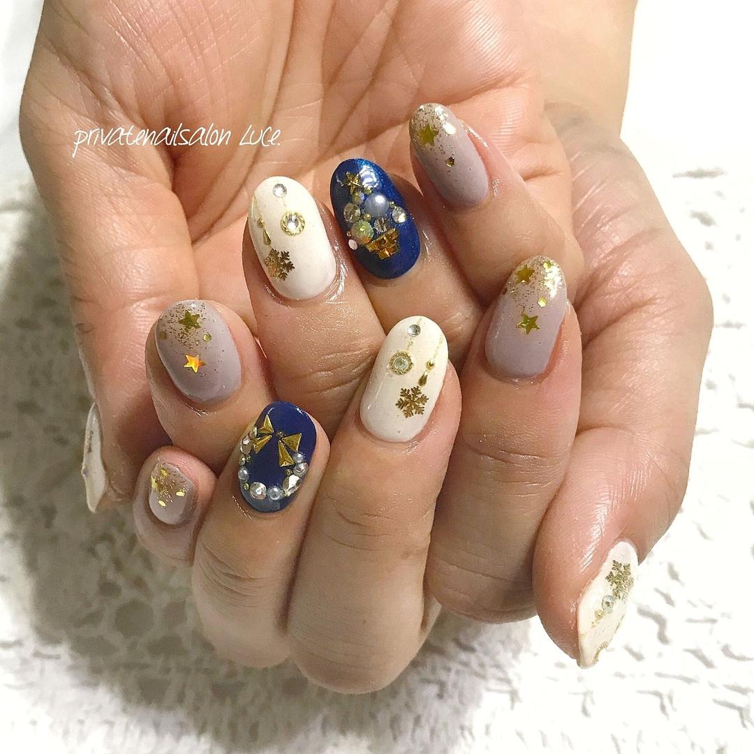 private nail salon Luce.さんのネイルデザインの写真。テーマは『ネイル、ジェルネイル、nail、nailart、💅、nailist、大人ネイル、大人可愛い、クリスマスネイル、クリスマス、🎄、グラデーション、🌟、リース、ラメ、雪の結晶、❄、ホログラム、リボン、冬ネイル、お客様ネイル、Nailbook、tredina、nailistagram、奈良、🏡、自宅サロン、お家ネイル、Luce.』