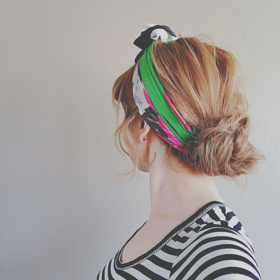 浦川 由起江さんのヘアスタイルの写真。テーマは『スカーフヘアアレンジ、ヘアアレンジ、おだんご、プライベートサロン』