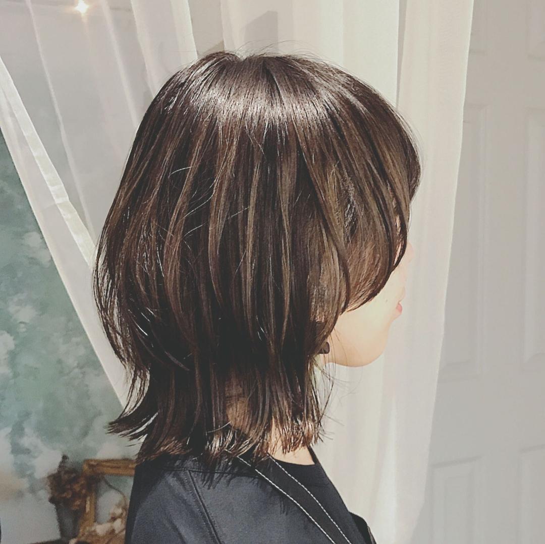 浦川 由起江さんのヘアスタイルの写真。テーマは『ネオウルフ、ウルフ、マッシュウルフ、ハイライト、外国人風カラー、プライベートサロン』
