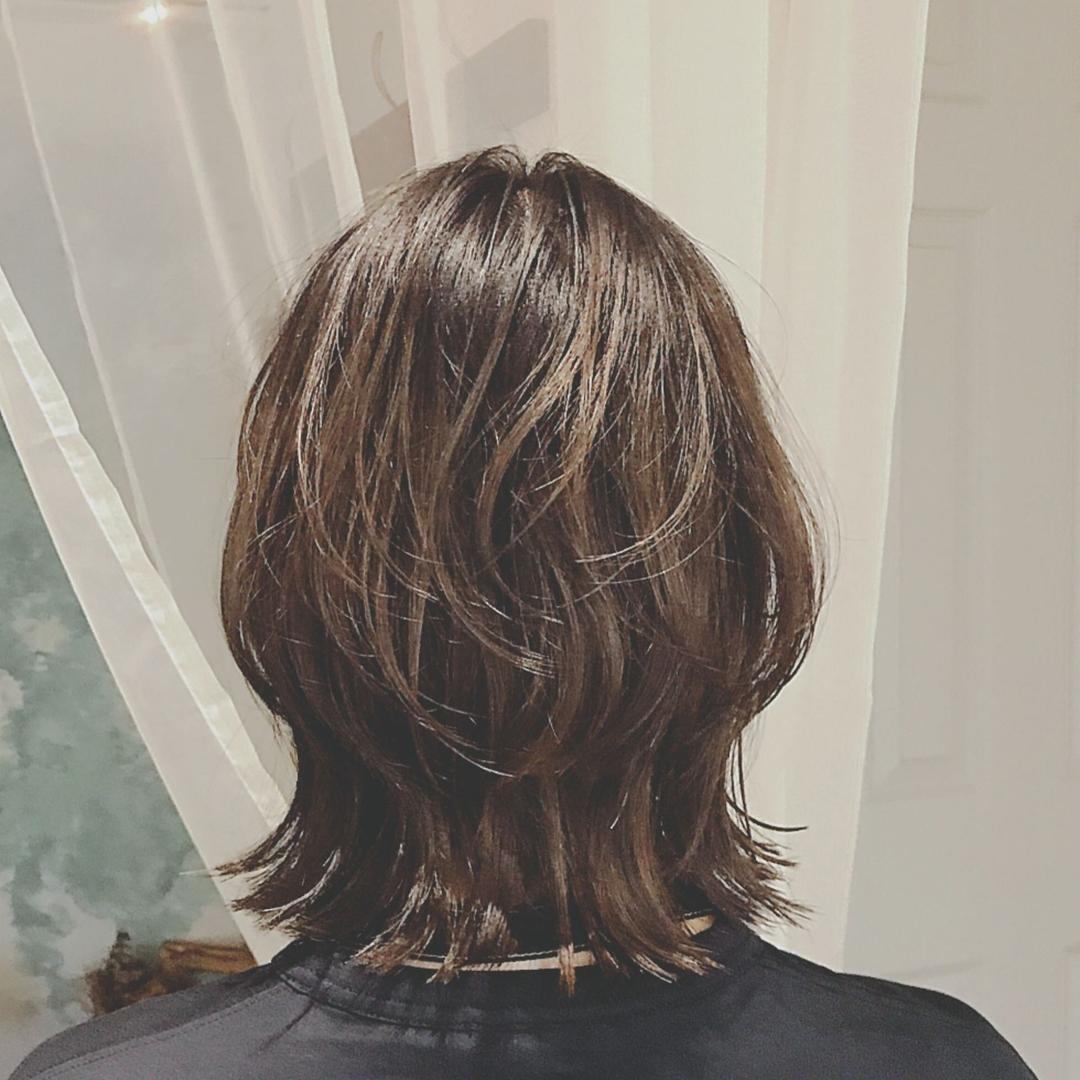 浦川 由起江さんのヘアスタイルの写真。テーマは『ウルフ、プライベートサロン、外国人風カラー、ハイライト』