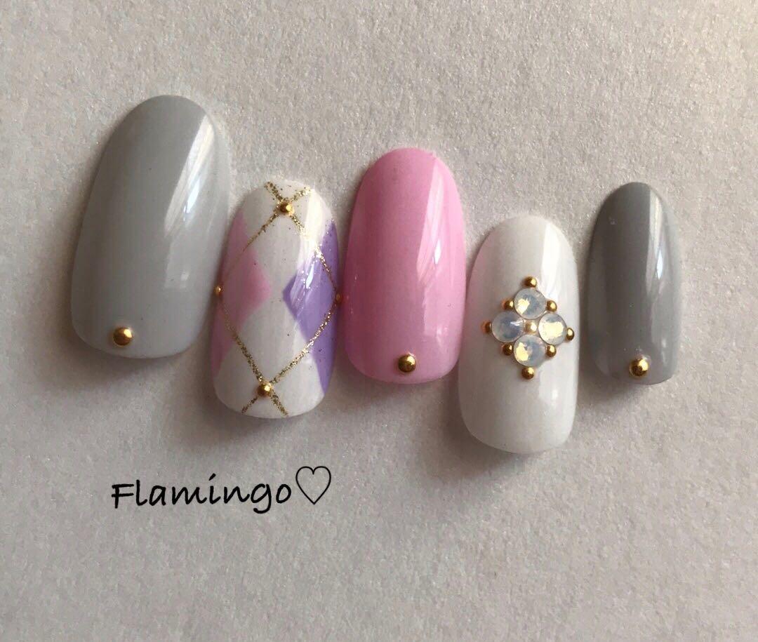 Flamingo♡さんのネイルデザインの写真。テーマは『ネイル、アーガイル、マットネイル、冬ネイル、ストーン、ストーンネイル、ビジューネイル、ビジュー、ビジューアート、バレンタインネイル』