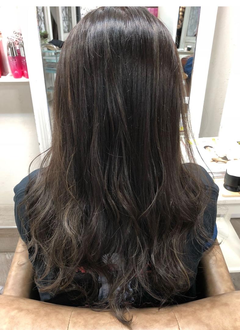 ryosukeさんのヘアスタイルの写真。テーマは『外国人風カラー、グレージュ、ショートヘア、ハイライト、バレイヤージュ、インナーカラー、ブリーチ、パーマ、スタイリング、編みおろし、編み込み、デジタルパーマ、ミディアム、グレーアッシュ、梅田、簡単ヘアアレンジ』