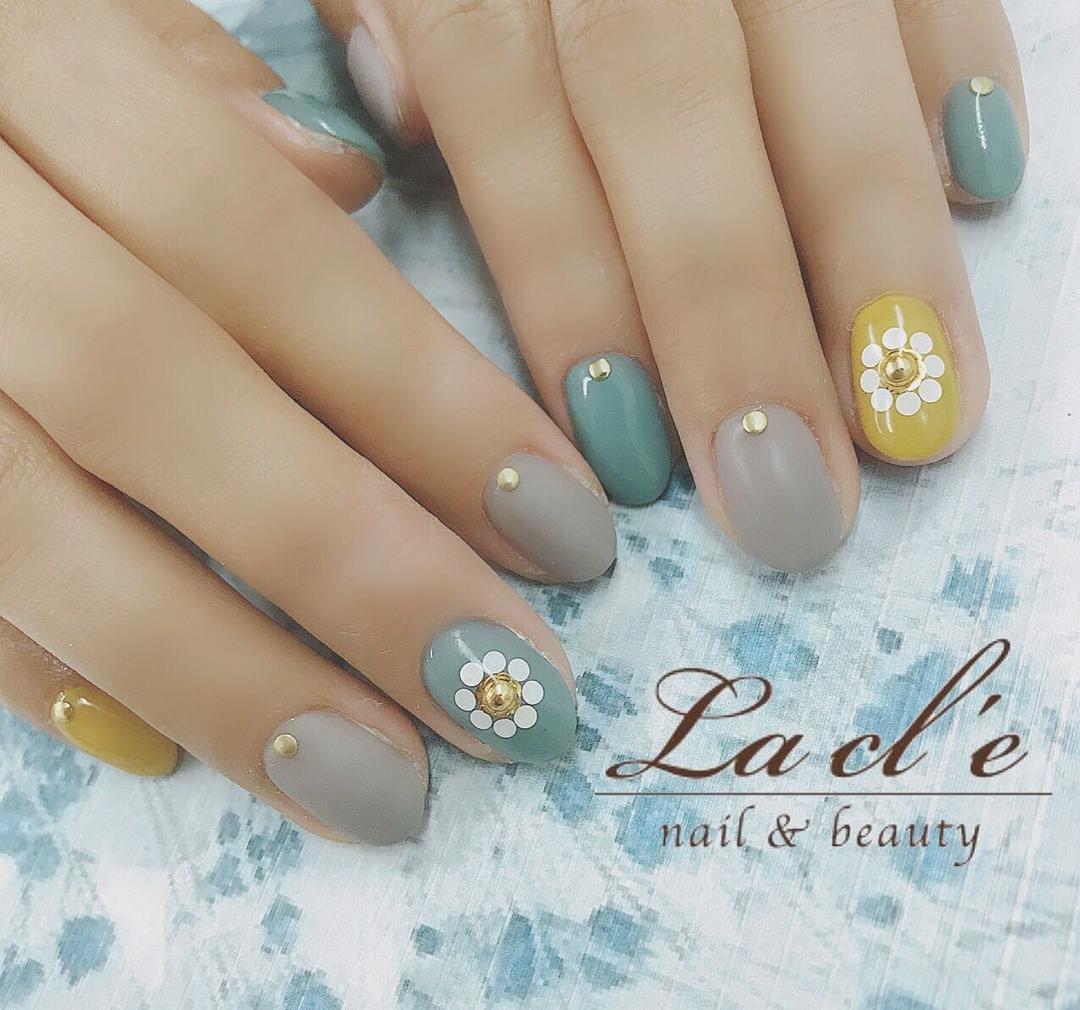 YOSHIさんのネイルデザインの写真。テーマは『フラワーネイル、花ネイル、花』
