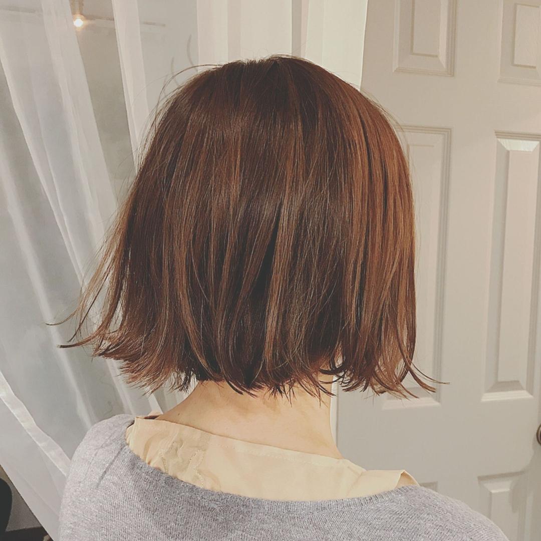 浦川 由起江さんのヘアスタイルの写真。テーマは『ボブ、切りっぱなし、プライベートサロン、アッシュカラー』