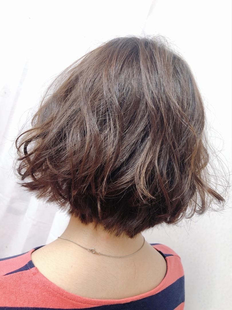 山根由侑理さんのヘアスタイルの写真。