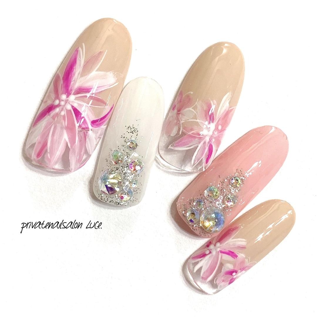 private nail salon Luce.さんのネイルデザインの写真。テーマは『春、春デザイン、オーダー、受付開始、可愛い、お花、モテネイル、nail、nailist、gel、gelnail、nailchip、艶々、ワンカラー、パステルカラー、大人ネイル、大人可愛い、kawaii、花、フレンチ、ラメ、ストーン、春ネイル、オーダーネイル、ラクマ、メルカリ、ショッピーズ、販売中、Luce.』