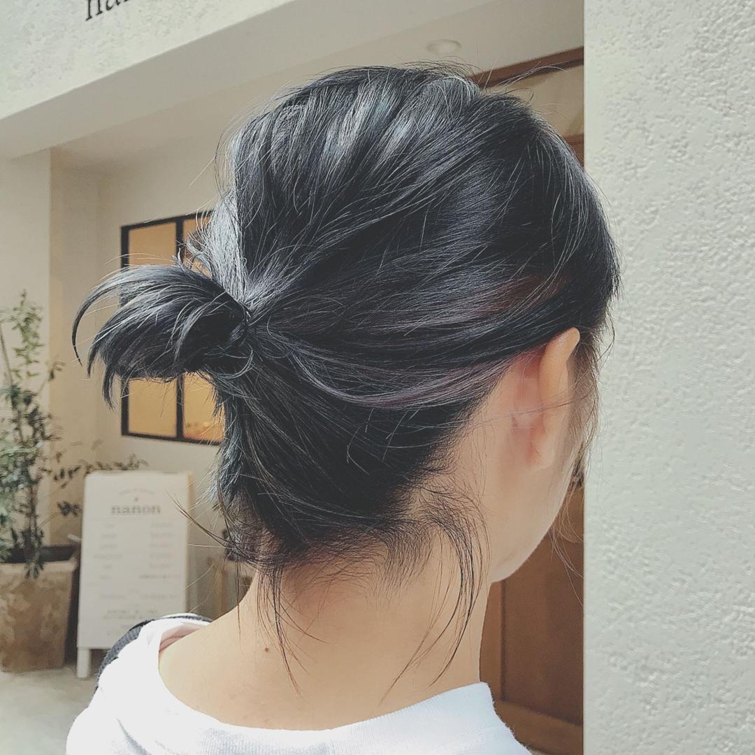 浦川 由起江さんのヘアスタイルの写真。テーマは『ゆるっとおだんご、ヘアアレンジ、簡単ヘアアレンジ、おだんごヘア、プライベートサロン、nanon、ハイライト、バイオレット』
